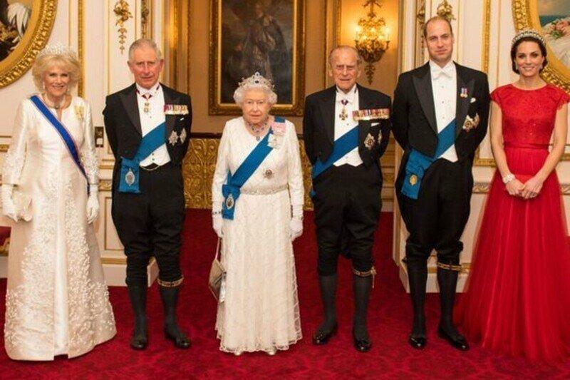 """""""Королевская семья белая  -  и это расизм"""": британский активист предъявил претензии к БКС"""