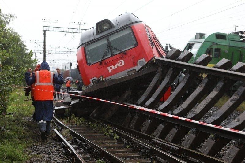 МЧС опубликовало самое эффектное видео с места жесткого столкновения поездов в Петербурге