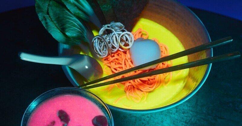В Таиланде семья отведала суши, зараженные светящимися флуоресцентными бактериями