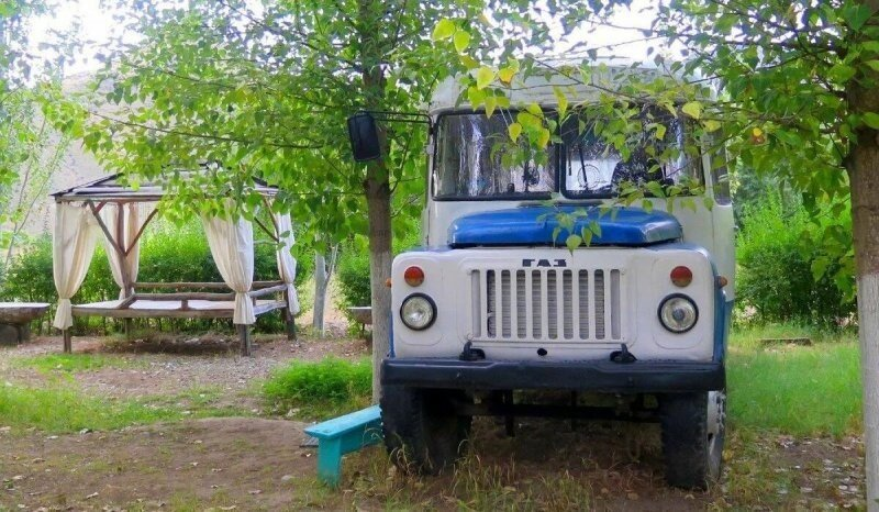Отдых на природе с комфортом! Советский автобус КАвЗ превратили в отель