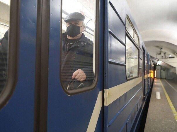 Питерское метро за безопасность – рады видеть всех, кто в маске