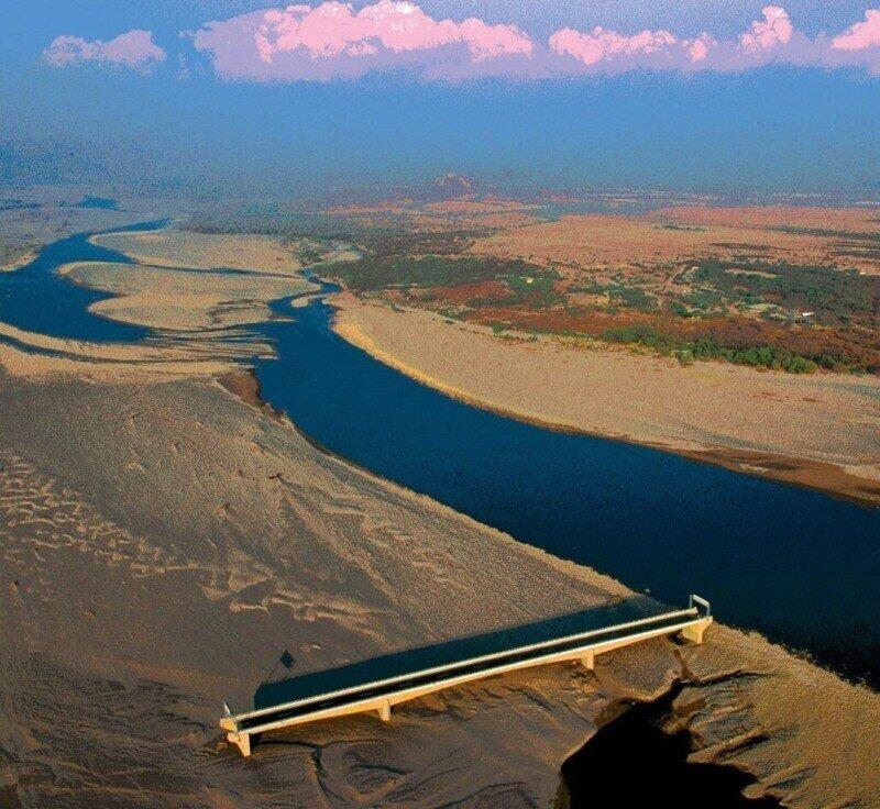 Река ушла, а мост в Гондурасе остался