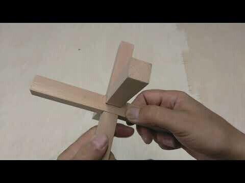 Простая головоломка из дерева своими руками.  Чертёж в конце видео