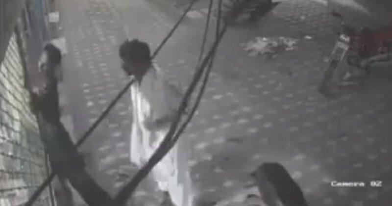 Мужчина спас приятеля от поражения электрическим током