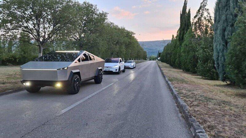 Очень реалистичная копия электропикапа Tesla Cybertruck из Боснии и Герцеговины