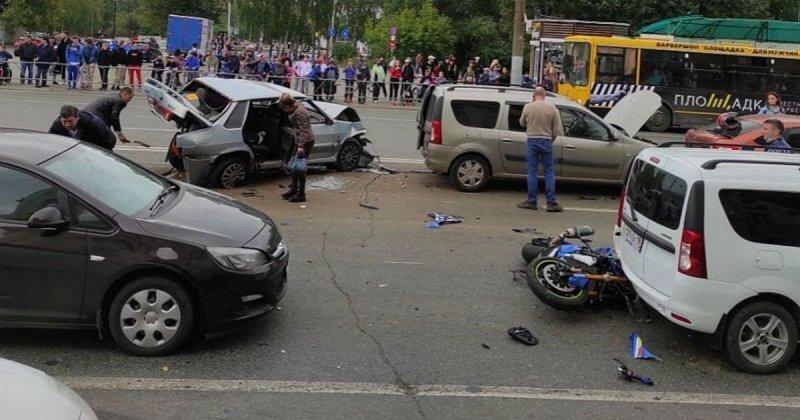 Пьяный водитель из Ижевска устроил несколько ДТП и пытался скрыться, но очевидцы его скрутили