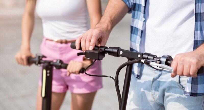 Неожиданно: мужчину хотят лишить водительских прав из-за пьяной езды на электросамокате
