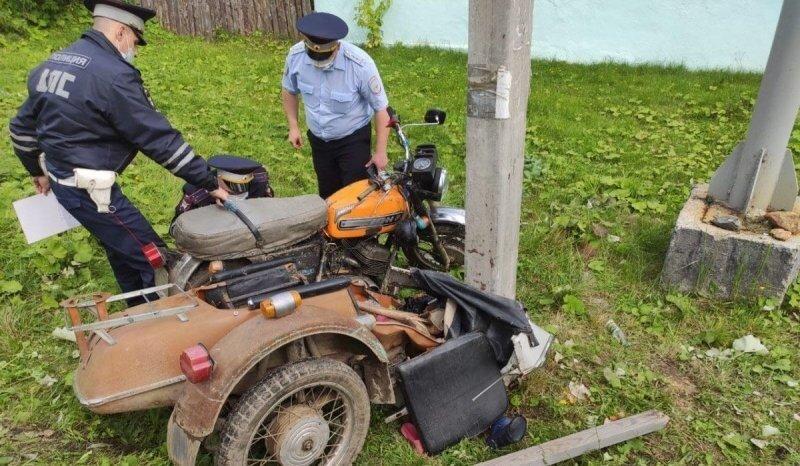 На Урале пьяный отец на мотоцикле с коляской покалечил двух своих детей