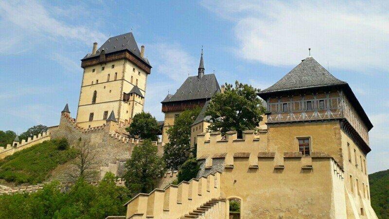 Замок Чехии Карлштейн 30 км от Праги Hrad Karlštejn