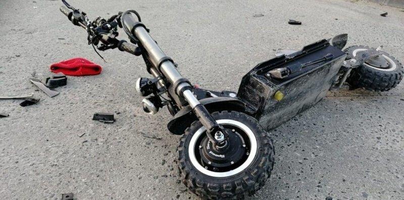 В Новом Уренгое парень на мощном электросамокате серьезно пострадал в результате ДТП