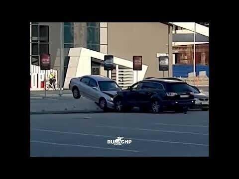 Водитель таранит авто своей жены в Екатеринбурге