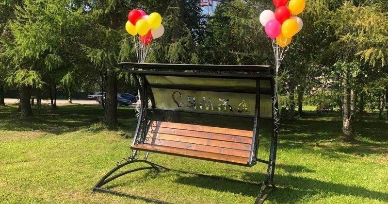 В Вологодской области торжественно открыли скамейку