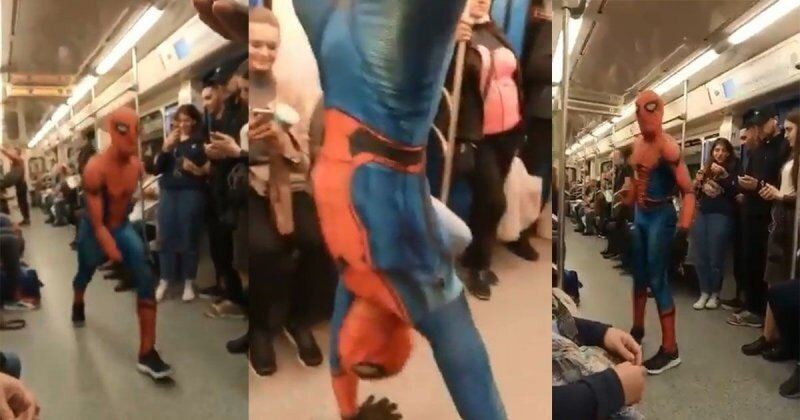 Человек-паук развлекает пассажиров в московском метро