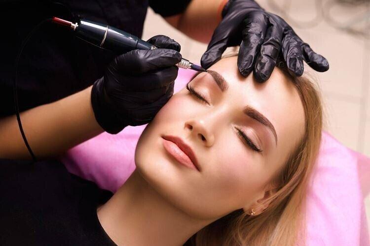 Перманентный макияж бровей: что это?
