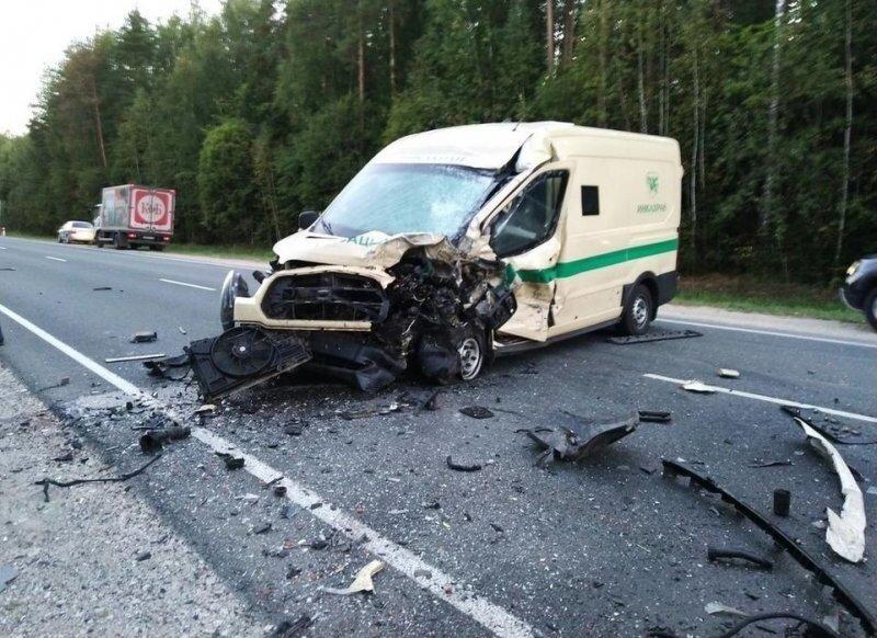 Авария дня. Водитель инкассаторского автомобиля устроил ДТП в Кировской области