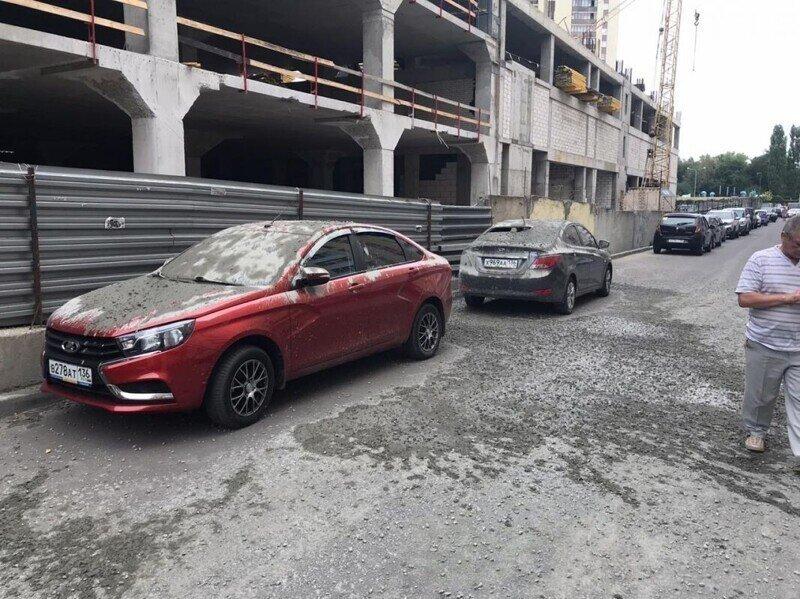 Пять легковушек попали под бетонный ливень в Воронеже