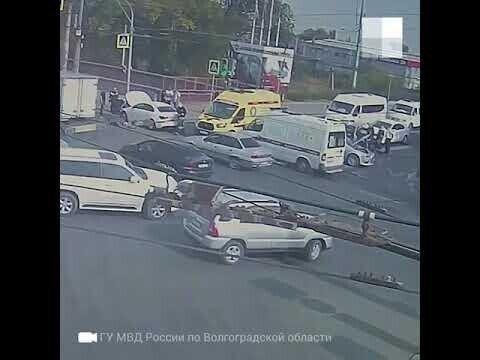 Авария на перекрестке в Волгограде