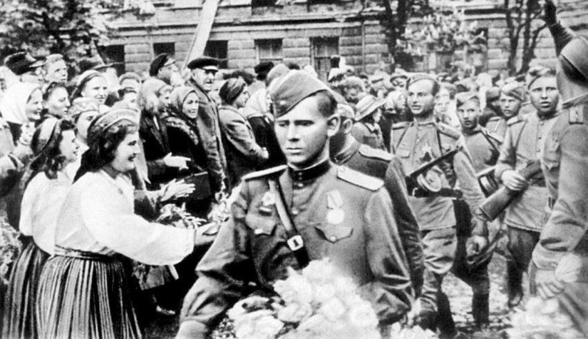 Западные партнёры представили советских солдат-освободителей в виде варваров-мародёров