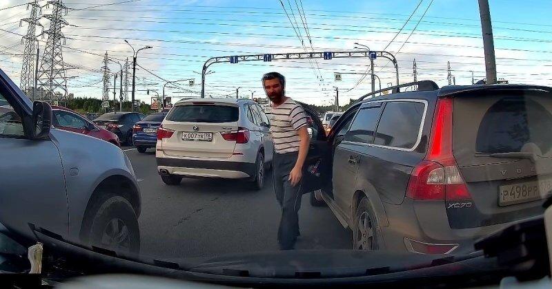 «Я уже переместился», — настырный водитель Volvo из Питера