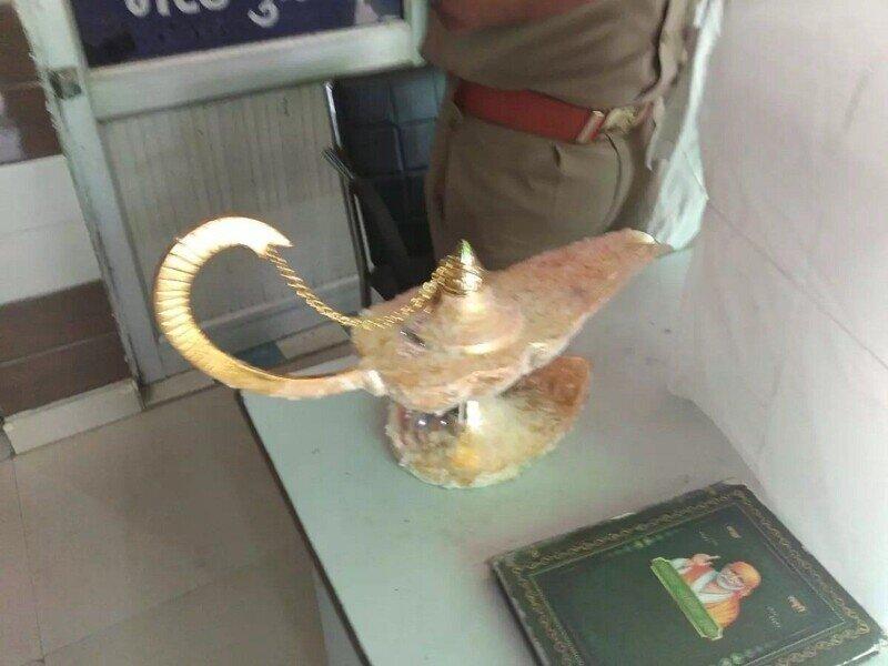 Мошенники продали врачу «лампу Аладдина» за 42 тысячи долларов