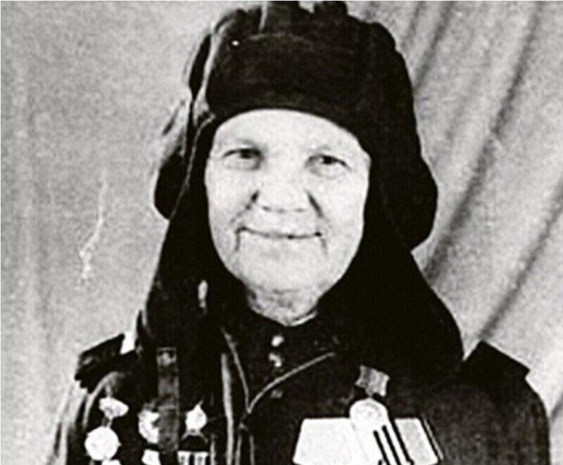 Храбрая и отчаянная Александра Ращупкина и почему ее подвиг не был оценен маршалом Жуковым?