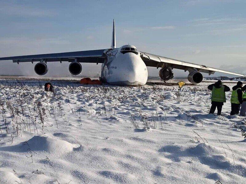 """Аварийная посадка Ан-124 """"Руслан"""" в Новосибирске"""