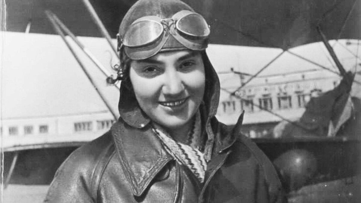 Почему самой прославленной советской летчице не позволили стать генералом