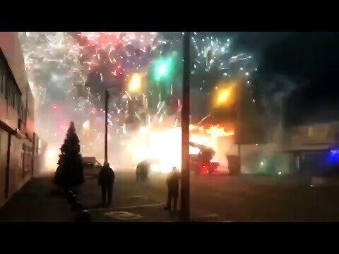 Пожар в Ростове-на-Дону с фейерверками