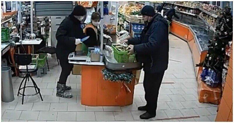 Вооруженный преступник попытался ограбить кассира, но женщина не испугалась его