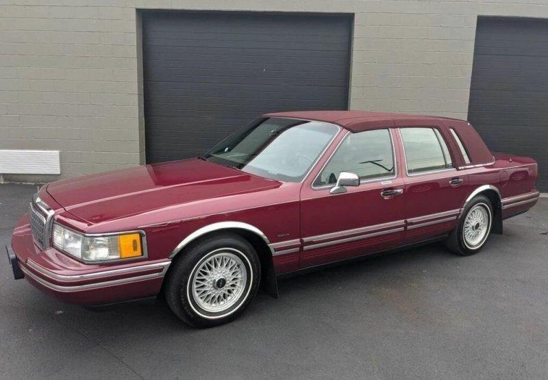 «Капсула времени» Lincoln Town Car 1993: владелец не ездил, жена сохранила, а внук продал
