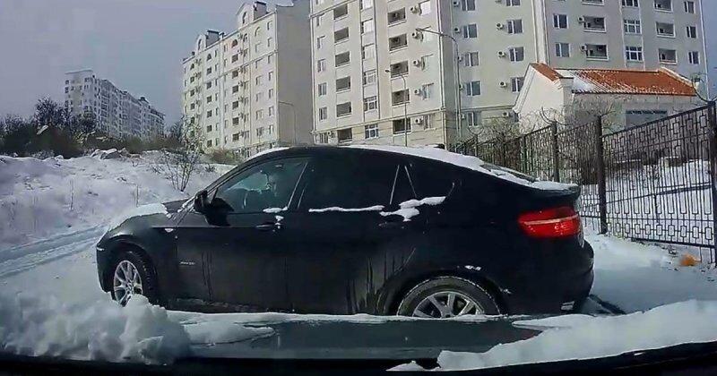 Снежная зима на Крымском полуострове: водители оказались не готовы