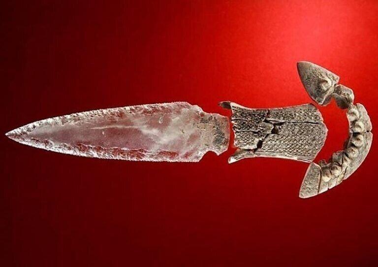 Обнаружен редкий хрустальный кинжал возрастом 5000 лет