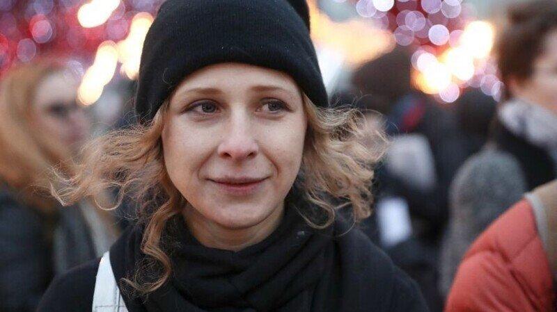 Участницы Pussy Riot на авто наехали на полицейского в Москве