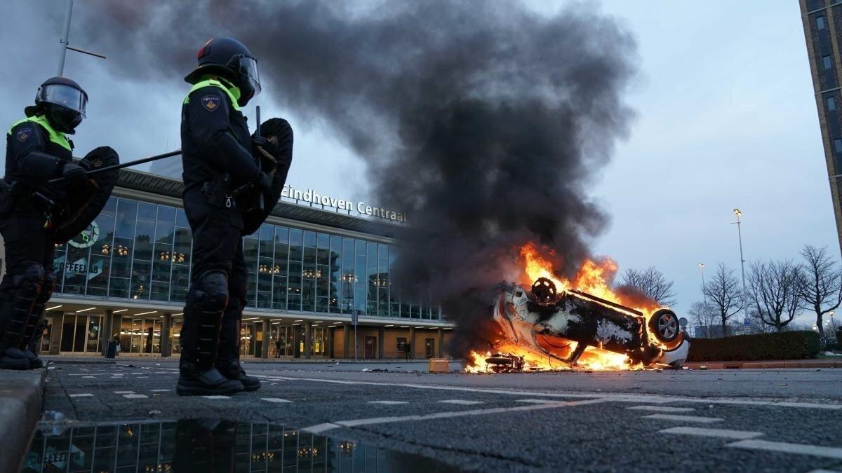 Поджоги и мародёрство, как реакция на действия covid-резидентов в Нидерландах