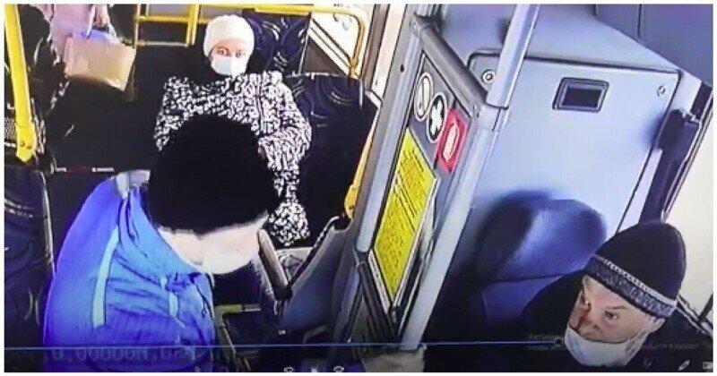 Агрессивный пассажир набросился на водителя автобуса после просьбы надеть маску