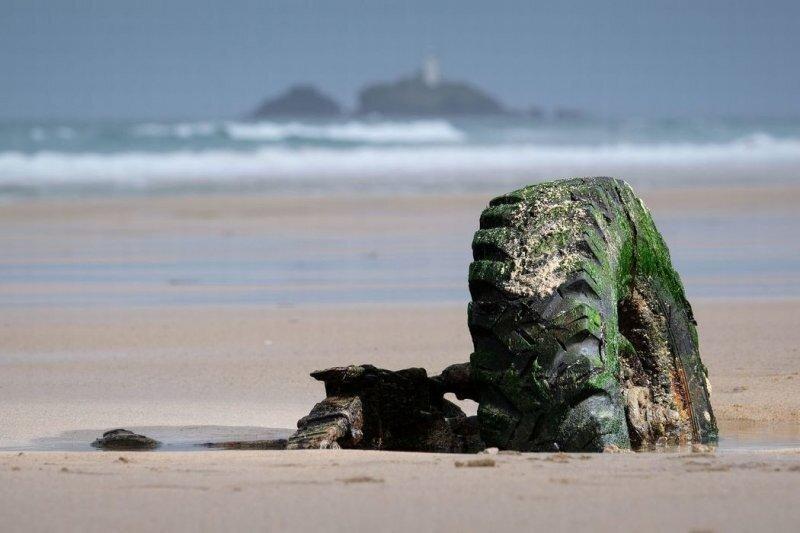 Land Rover «выглянул» из песка через 31 год после того, как застрял на пляже в Великобритании