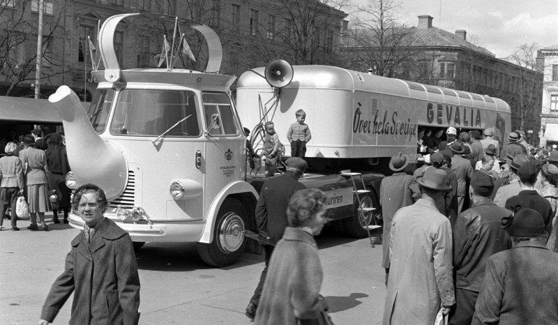 Кофейник, тюбик, пылесос: удивительные рекламные автомобили прошлого
