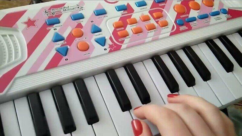 Как научиться играть на детском синтезаторе