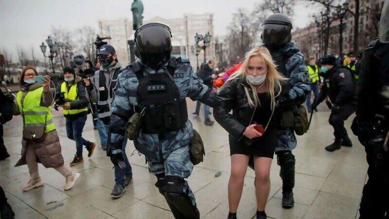 Итоги протестов 23 января: наловили столько, что держать негде