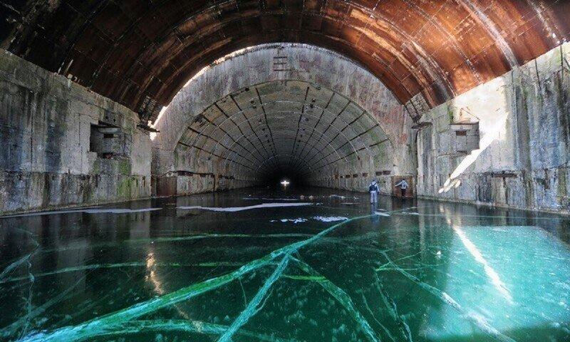 Заброшенная база подлодок под землей по-прежнему готова к ядерному удару