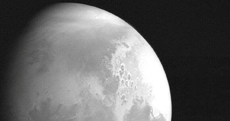 Китайский зонд показал Марс крупным планом