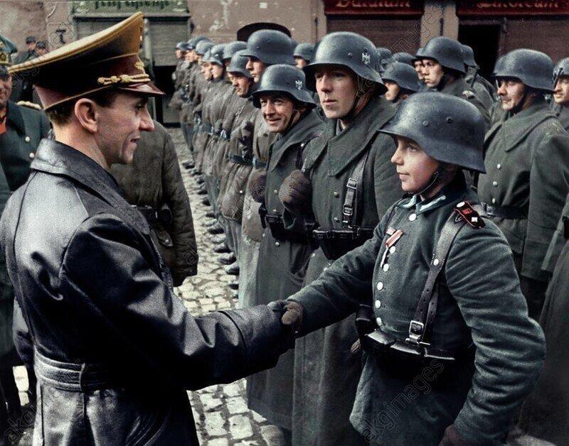 """""""Русские рубят детей топором"""". Как в Германии, поверив Геббельсу, целый город совершил самоубийство"""