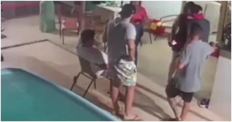 Нарочно не придумаешь: курьезный случай у бассейна