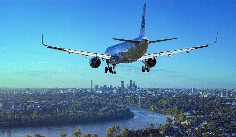 Факты о полетах: почему самолеты не приземляются с полными баками, а сидения в салоне синие