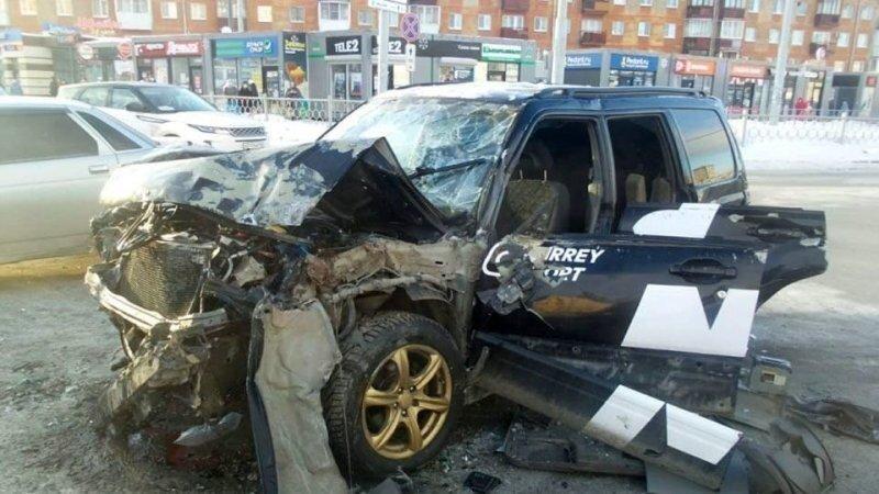 Авария дня. В Екатеринбурге водитель Subaru устроил ДТП с четырьмя пострадавшими