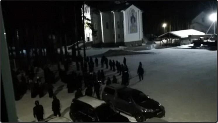 Под покровом темноты ОМОН сумел овладеть Среднеуральской женской обителью и её монашками