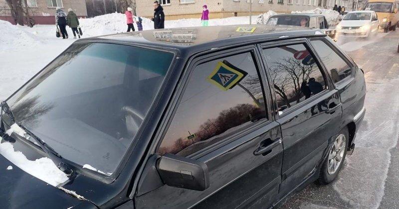 12 штрафов за 5 месяцев: в Свердловской области начинающий водитель сбил двух школьниц