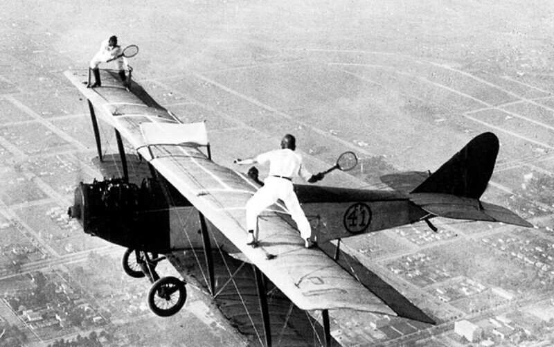 Акробаты на аэропланах: безумный экстрим столетней давности