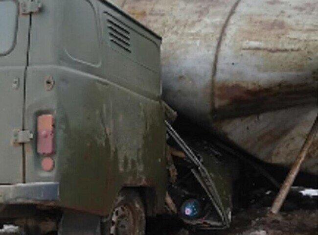 В российской глубинке водонапорная башня рухнула наприехавших для еёпочинки работяг
