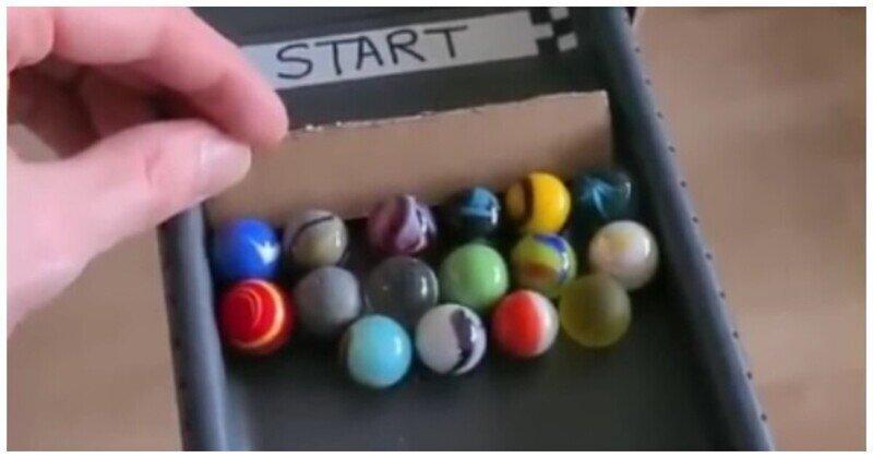 Угадай победителя: гонка разноцветных шариков по трассе